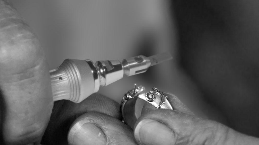 jewel engraver
